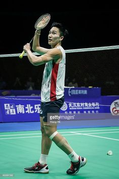 Kento Momota of Japan Celebrate wins the game during man's singles final match against Chen long of China at the 2018 Badminton Asia Championships on Apirl 2018 in Wuhan, central China's Hubei province. Badminton Photos, Badminton Sport, Chen Long, Single Player, Sport Photography, Athlete, Legends, Basketball Court, Idol
