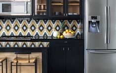 6 Ways to Amp Up Your Kitchen Style With Patterned Tile Kitchen Cabinetry, Kitchen Backsplash, Backsplash Ideas, Tile Ideas, Small Kitchen Redo, Shower Floor Tile, Unique Tile, Tile Layout, Kitchen Trends