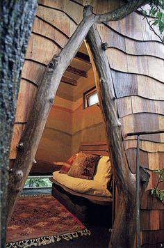 Treehouse entrance by Old Chum, via Flickr