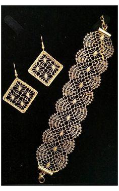 #bobbin #lace #jewelry #patterns Gioielli pizzo Bobbin Lace Patterns, Bead Loom Patterns, Jewelry Patterns, Bracelet Patterns, Lace Bracelet, Lace Earrings, Lace Jewelry, Crochet Earrings, Hairpin Lace Crochet