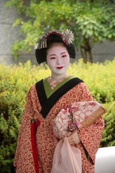 Maiko Tomitsuyu of Gion Higashi