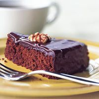 Chocolate-Walnut Cake by Cooking Light Chocolate Walnut Cake Recipe, Chocolate Desserts, Cocinas Chocolate, Cake Recipes, Dessert Recipes, Healthy Desserts, English Food, Frozen Yogurt, Let Them Eat Cake