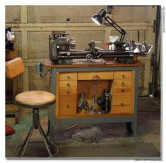 Atlas 618 Metal Lathe (like mine) but with far better organization! Lathe Tools, Metal Tools, Wood Lathe, Woodworking Tools, Metal Lathe Projects, Antique Tools, Vintage Tools, Shop Organisation, Tool Room