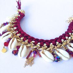Ce bracelet est né dune collaboration avec la Bloggeuse Mode Noholita. ➳ Matière Nylon, chaîne en aluminium & coquillage naturel Fermoir mousqueton doré