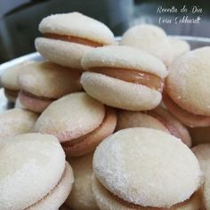 Receita de Bem casado é um doce com massa macia e saborosa,recheada com doce de leite,se destaca como uma receita tradicional de casamento.