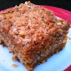Pumpkin Crumb Cake - one of our favorite Southern Plate recipes.good for dessert or breakfast : ) Pumpkin Crumb Cake Recipe, Pumpkin Cake Recipes, Pumpkin Spice Cake, Pumpkin Crunch, Low Fat Carrot Cake, Carrot Cake Muffins, Just Desserts, Delicious Desserts, Yummy Food