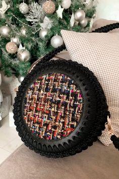 Diy Crochet Bag, Diy Crochet Projects, Crochet Bag Tutorials, Crochet Flower Tutorial, Crochet Videos, Crochet Crafts, Crochet Clothes, Crochet Flowers, Knit Crochet