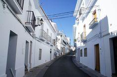 真っ白な建物が立ち並ぶ山の上の町、フリヒリアナ。~スペイン~