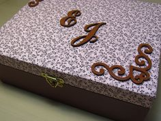 Caixas de mdf decoradas com tecido personalizadas de acordo com o pedido do cliente, podendo ser decorada externamente internamente também. Vários modelos de tecido e tamanhos
