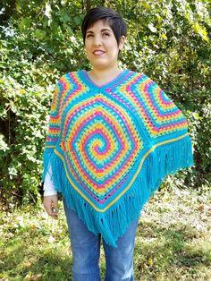 Spiral Illusion Poncho Free Pattern- Part Finishing – Crochet Instinct Simply Crochet, Double Crochet, Free Crochet, Knit Crochet, Crochet Hats, Crochet Poncho Patterns, Stitch Patterns, Ladies Poncho, Moss Stitch