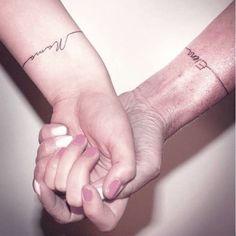 Dicen que los tatuajes son para siempre, como el amor de una madre, así que estos tatuajes vienen a representar la unión entre ambas ideas ...! 1