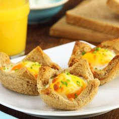 Baked Egg in a Toast Basket. Tasty Videos, Food Videos, Vegetarian Recipes Easy, Indian Food Recipes, Breakfast Dishes, Breakfast Recipes, Easy Cooking, Cooking Recipes, Crafting Recipes