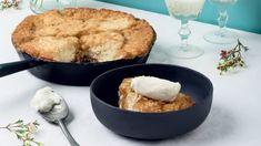 Pouding chômeur au sirop d'érable Cornbread, Sugar, Ethnic Recipes, Food, Solution Gourmande, Tv, Juliette, Pains, Candies