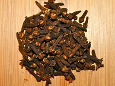 Clove oil is hands down the most effective home remedy for tooth pain of any kind. This article will show you how to make a decoction from whole cloves but I Healthy Tongue, Healthy Teeth, Herbal Remedies, Home Remedies, Natural Remedies, Health Remedies, Diarrhea Remedies, Cloves For Tooth Ache, Remedies For Tooth Ache