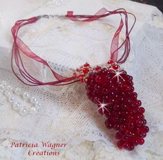 Pour ce pendentif Tendre Rouge, un petit bijou qui souligne cette touche de simplicité, original et très tendance. Vous pouvez le voir sur ma boutique :
