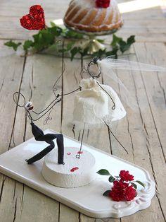 Il mio cuore per te Wedding cake topper Wire Crafts, Diy And Crafts, Paper Crafts, Wedding Gifts, Wedding Cakes, Custom Wedding Cake Toppers, Cloth Flowers, Diy Bouquet, Wedding With Kids