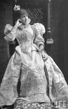 amoelbarroco:  The Great Sarah Bernhardt Via
