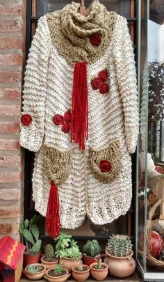 This Pin was discovered by Sil Crochet Coat, Crochet Shirt, Knitted Coat, Crochet Jacket, Love Crochet, Crochet Clothes, Ropa Shabby Chic, Clothing Patterns, Knitting Patterns