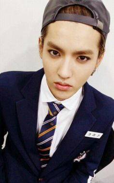 Kris ♡ Gah his stare makes me melt into a blob every time ~
