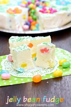 Jelly Bean Fudge: a delicious, beautiful spring dessert idea. Makes a great addition to your Easter or Mother's Day table, or a great gift for a teacher or new mom! Fudge Recipes, Candy Recipes, Dessert Recipes, Beans Recipes, Easter Candy, Easter Treats, Homemade Easter Baskets, Mothers Day Desserts, Caramel