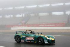 Nonostante la pioggia...giù con l'acceleratore!