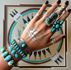 what a genius turquoise collection of rings and bracelets