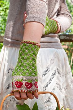 Ravelry: Knitting Bee's Strawberry Fields pattern by Jami Brynildson Knitted Gloves, Knit Mittens, Knitting Socks, Knitted Dolls, Wrist Warmers, Hand Warmers, Knitting Projects, Knitting Patterns, Crochet Patterns