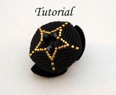 He encontrado este interesante anuncio de Etsy en https://www.etsy.com/es/listing/89372578/tutorial-your-own-star-ring-beading