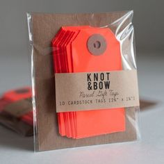 Knot&Bow Neon Red cadeaulabels 3,50