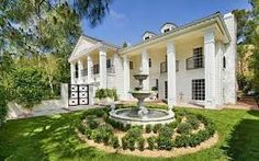 Hilary Duff House in Beverly Hills Spanish Villas, Beverly Hills Houses, Georgian Homes, Los Angeles Homes, Celebrity Houses, Hilary Duff, The Duff, Better Homes And Gardens, House Tours