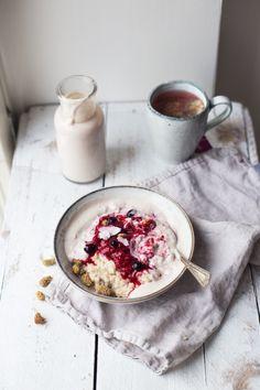 luxury oatmeal with banana cashew milk & berries (gf + v)