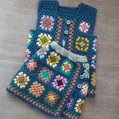 grannysquare baby vest and skirt Crochet Baby Cardigan, Crochet Baby Clothes, Baby Girl Crochet, Crochet Granny, Knit Crochet, Baby Knitting Patterns, Crochet Patterns, 2 Baby, Granny Square