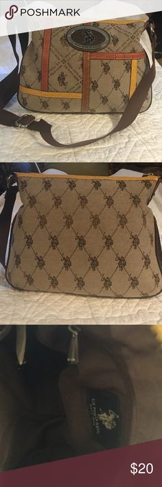 U S POLO ASSN handbag Perfect size for ur every day purse. Over the shoulder or over the arm handle. If u like organization u will love this purse. US POLO ASSN Bags Crossbody Bags