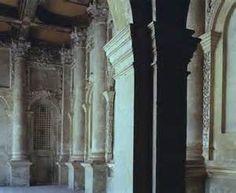 L'interno vuoto e metafisico della chiesa di Santa Maria Nova a Vicenza
