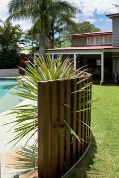 Timber & Glass pool fence - Queensland Homes Blog > Real Home Diy Pool Fence, Fence Around Pool, Glass Pool Fencing, Fence Landscaping, Backyard Fences, Garden Fencing, Backyard Privacy, Easy Fence, Metal Fence