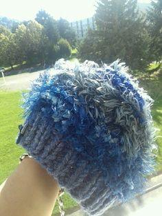 Bonnet en laine bleu et gris à paillettes
