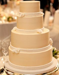 Cream Cake with Pearls