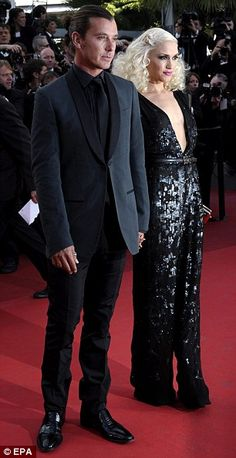 Leggy Angelina Jolie supports Brad Pitt as he braves Tree Of Life premiere after being booed at screening Gwen Stefani No Doubt, Gwen Stefani And Blake, Gwen Stefani Style, Hot Couples, Celebrity Couples, Music Aesthetic, Aesthetic Fashion, Gavin Rossdale, Blake Shelton