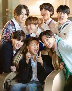 Bts Jungkook, V E Jhope, Namjoon, Bts Group Picture, Bts Group Photos, Bts Lockscreen, Foto Bts, Bts Aesthetic, Bts Gifs