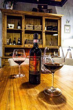 Rustikální nábytek v restauraci Liquor Cabinet, Alcoholic Drinks, Wine, Glass, Furniture, Home Decor, Decoration Home, Drinkware, Room Decor