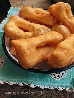 Astal Kuhinja Ravnice: Mekike i Piroške sa sirom Bread Dough Recipe, Best Bread Recipe, Croation Recipes, Kiflice Recipe, Baking Recipes, Dessert Recipes, Snack Recipes, Snacks, Bosnian Recipes