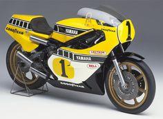YAMAHA YZR500(0W35K)(1978年/レースマシン) ● エンジン型式: 水冷, 2ストローク, 並列4気筒, 499cm3 ● ピストンバルブ ● トランスミッション: 6速 ● 最高出力: 77.2kW(105PS)/ 10,500r/min以上