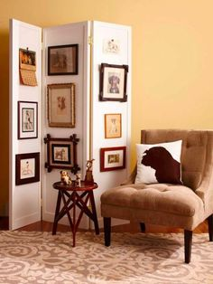 Display vintage finds by hanging vintage pictures, such as these, along a folding screen, you can change the display without adding holes to the walls. A folding screen also is a smart way to divide a room or conceal storage. Vintage Wall Art, Vintage Walls, Vintage Dog, Diy Casa, Inspirational Wall Art, Old Doors, Diy Wall Art, Diy Home Decor, Sweet Home