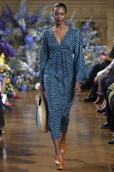 Vanessa Seward Spring 2017 Ready-to-Wear Fashion Show. Kimono. Caftan. Batik.