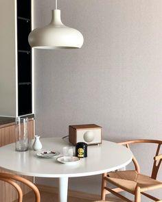 【아파트 인테리어】 매일 사진으로 담고 싶은 우리의 첫 번째 신혼집 : 네이버 포스트 Desk Lamp, Table Lamp, Interior Decorating, Interior Design, Dream Apartment, Aesthetic Rooms, My Room, Room Interior, Light Fixtures