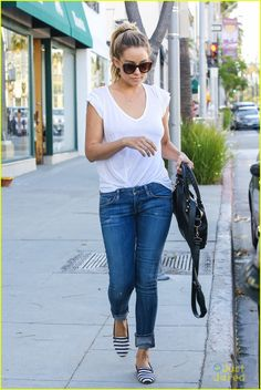 Boyfriend jeans, perfect white tee and flats #LaurenConrad