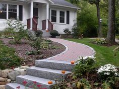 House front stairs entrance new Ideas Front Yard Design, Entrance Design, Entrance Decor, House Entrance, Patio Design, Garden Design, Front Walkway Landscaping, Front Yard Walkway, Brick Walkway