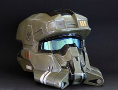 Reach EOD (explored) Home made Halo helmet.Home made Halo helmet. Halo Cosplay, Cosplay Armor, Custom Motorcycle Helmets, Custom Helmets, Women Motorcycle, Helmet Armor, Suit Of Armor, Halo Armor, Halo Spartan