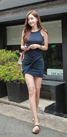 little red corvette Asian Fashion, Girl Fashion, Womens Fashion, Korean Beauty, Asian Beauty, Asian Woman, Asian Girl, Japanese Models, Beautiful Legs