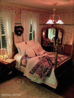 The always charming Kathleen Holmes -- mini bedroom Miniature Rooms, Miniature Houses, Miniature Furniture, Dollhouse Furniture, Casa Petra, Mini Doll House, Victorian Dollhouse, Modern Dollhouse, Cottage